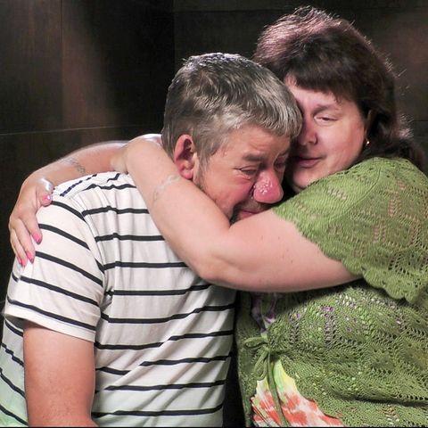 Konnte seine Tränen nicht zurückhalten: Bauer Uwe Abel in den Armen seiner Iris
