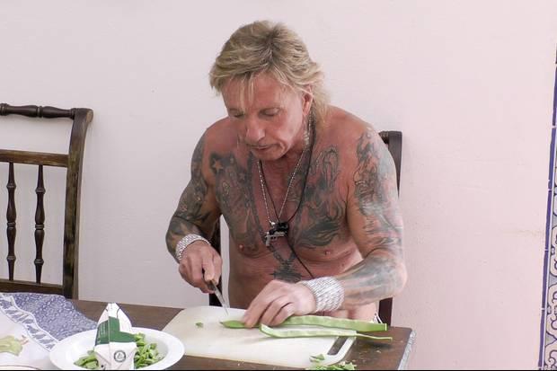 Bert Wollersheim allein beim Gemüseschnippeln