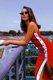 Sie sieht nur nur toll aus, sondern kann auch immer noch toll singen:Grace Capristo durfte beim Formel 1-Rennen am Hochenheimring die deutsche Hymne singen. Dass sie dabei ein echter Hingucker ist, steht außer Frage.
