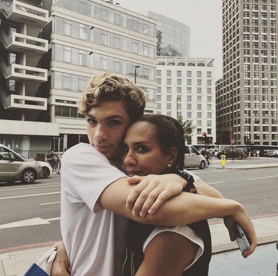 20. Juli 2018  Ein Kuschelfoto aus London mit Elias Becker teilt Barbara Becker auf Instagram.