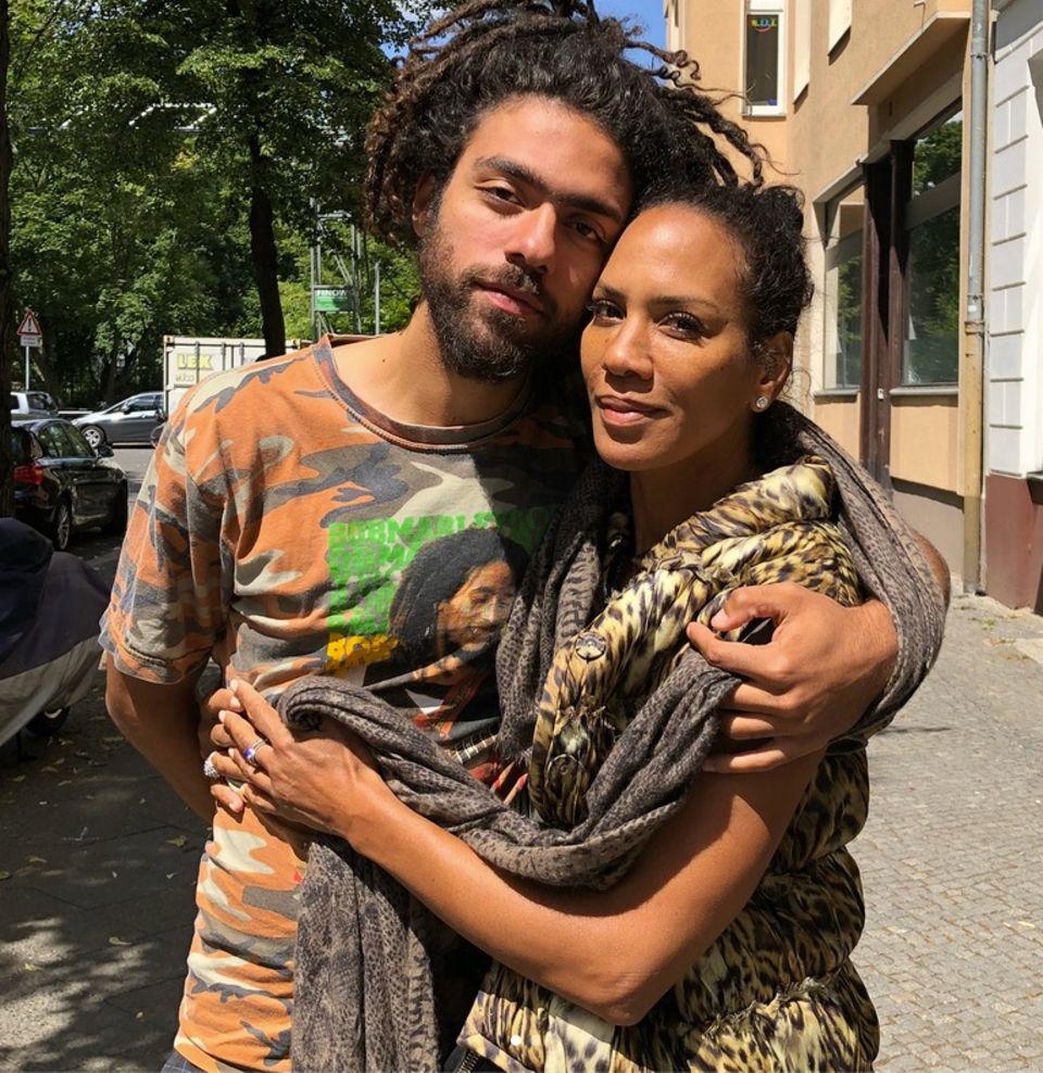 27. Juni 2018  Mutter-Sohn-Reunion im sonnigen Berlin. Barbara Becker mit ihrem ältesten Sohn Noah.