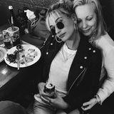 Zum Muttertag postet Hailey Baldwin dieses schöne Bild mit Mama Kennya Baldwin.