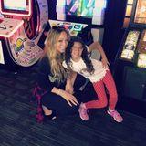 """""""Girls night out"""" schreibt Maraih Carey zu diesem süßen Schnappschuss. Zu sehen ist die Pop-Diva mit ihrer Tochter Monroe."""