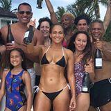 Bei diesem Anblick glaubt man fast nicht, dass Superstar Jennifer Lopez bereits ihren 49. Geburtstag feiert.Lopez ist nicht nur als Sängerin eine gefeierte Ikone, sondern auch was ihren gepflegten Teint und ihre sexy Ausstrahlung angeht - ein Vorbild für viele Frauen weltweit.