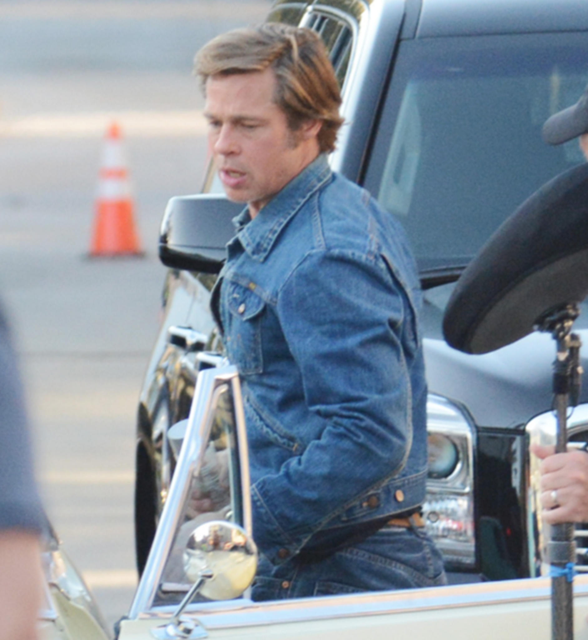 """Brad Pitt im 1960er-Jahre-Look am Set von """"Once Upon a Time in Hollywood"""""""