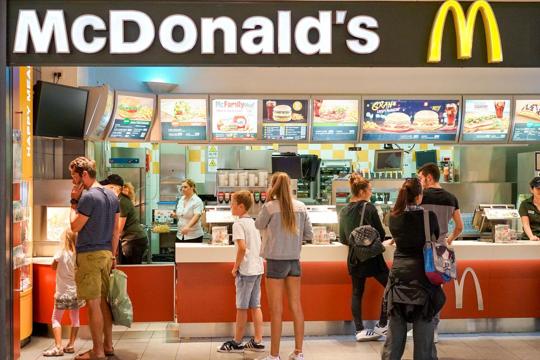 McDonalds ist weltweit eine beliebte Fast-Food-Kette.