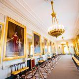 Viele Gemälde schmücken die Gänge des Palast Noordeinde.