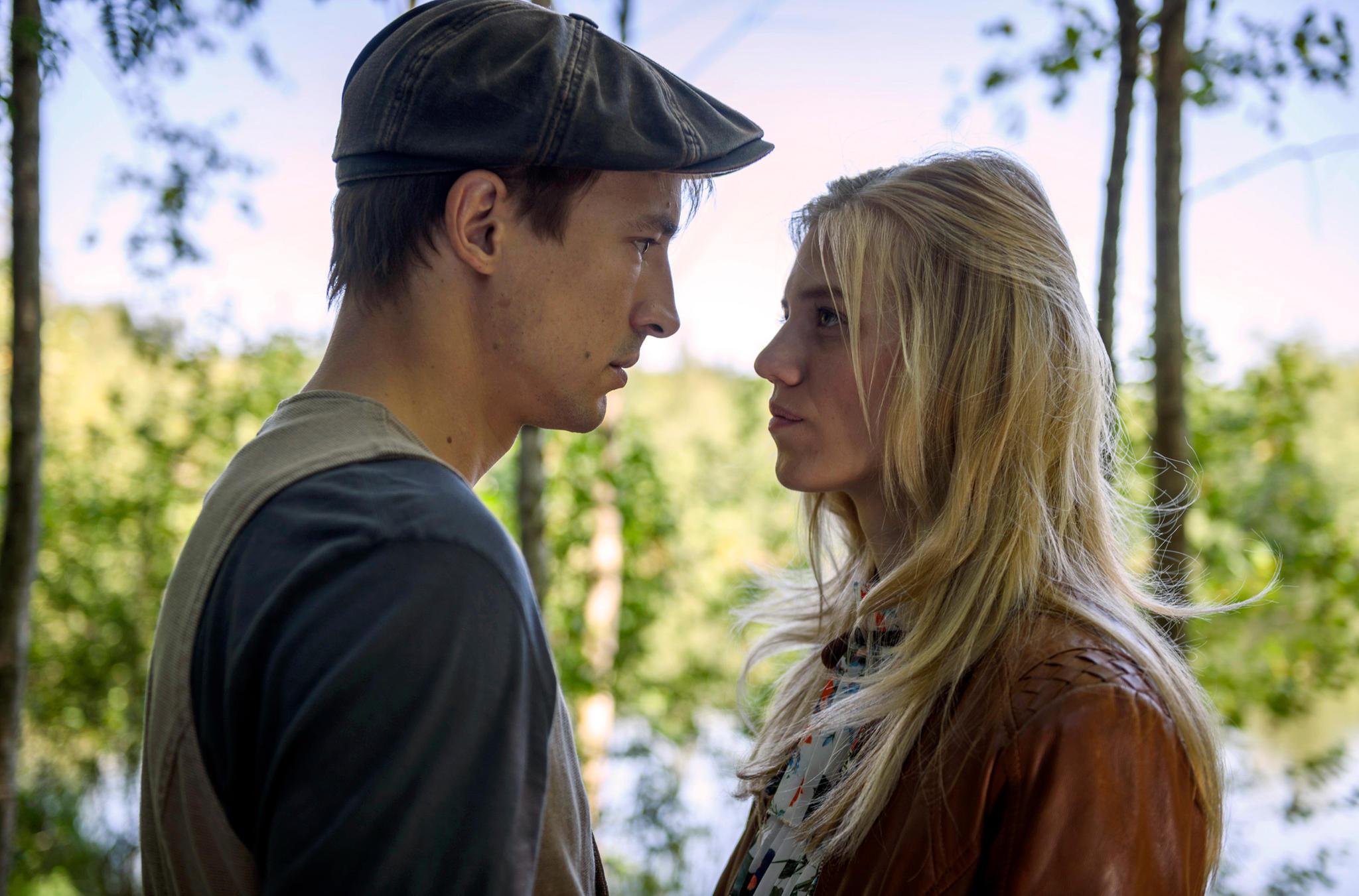 Die Liebe von Viktor und Alicia steht vor scheinbar unüberwindbaren Hindernissen