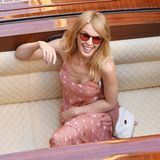 25. Juli 2018  Popstar Kylie Minogue lässt im Pünktchenkleid im einem Boot-Taxi durch Venedig gondeln. Die schöne Australierin besucht die italienische Stadt der Brücken derzeit und lässt es sich in einer Gondel so richtig gut gehen.