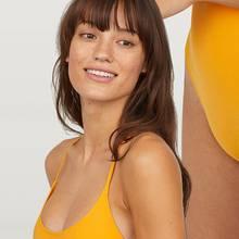 Bei diesem H&M-Model werden die Dehnungsstreifen an den Oberschenkeln nicht weggeschminkt.