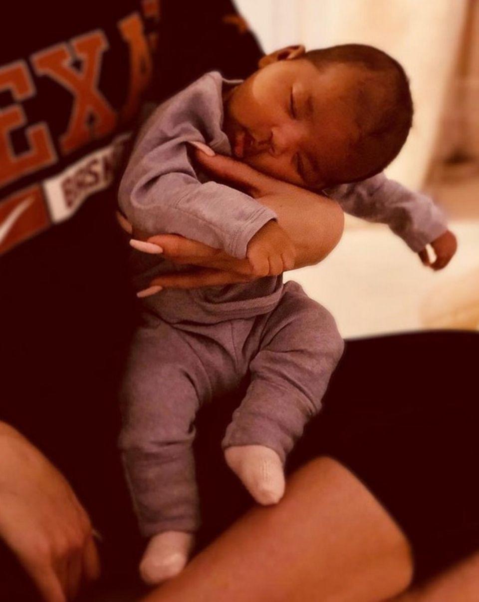 26. Juli 2018  Zwei Monate ist die kleine True vonKhloé Kardashian jetzt schon alt. Dieses zuckersüße Foto von der schlafenden kleinen postet Mama Khloé Kardashian jetzt auf ihrem Instagram-Account.