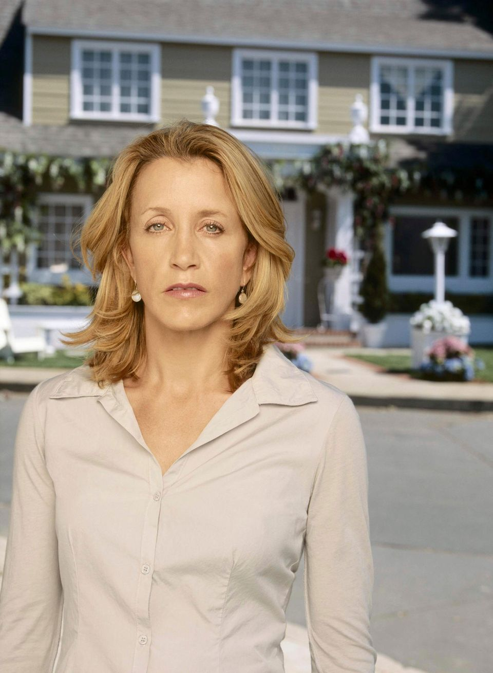 """Felicity Huffman spieltdie überforderte Hausfrau """"Lynette Scavo"""", die versucht, ihre Kinder, ihre Ehe und den Job unter einen Hut zu bringen."""