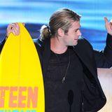 """Herrenfrisuren: Seine Haare verstecken muss auch Marvel-Held Chris Hemsworth, 35, nicht. Der Australier steht dem Hawaiianer in Sachen Coolness in nichts nach. Da ist es auch fast schon egal, ob er als """"Thor"""" lange Haare hat ..."""