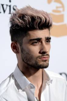 Männerdutt: Es muss allerdings nicht sofort zum Farbtopf gegriffen werden, wie es Sänger Zayn Malik hier getan hat. Das Ergebnis aber kann sich durchaus sehen lassen.