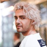 """Herrenfrisuren: Ein Glück muss """"Tokio Hotel""""-Sänger Bill Kaulitz beruflich keine Bälle fangen. Andernfalls müsste sich Odell Beckham Jr. wahrhaftig Sorgen machen. So allerdings können die beiden unbeeindruckt voneinander ihre ausgefallenen Looks zum Besten geben,"""