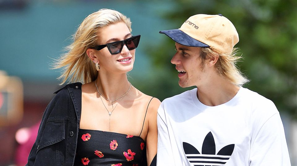 27. Juli 2018  Verliebt schlendern die Turteltauben Hailey Baldwin und Justin Bieber Hand in Hand durch New York.