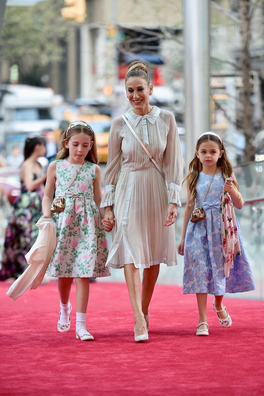 3. Mai 2018  Sarah Jessica Parker erscheint bei der Spring Gala in New York mit ihren beiden Mädels Marion Loretta und Tabitha Hodge.