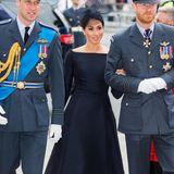 Herzogin Meghan hat als Royal ein Faible für U-Boot-Ausschnitte entwickelt. Da passt dieses Kleid von Dior natürlich perfekt zu.