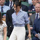 Lässige Hemdbluse, weite Schlaghose - in Wimbledon darf Herzogin Meghan ihren Style etwas lockerer angehen. Das dürfte sie freuen. Schließlich hat sie diesen Look auch in Hollywood getragen.