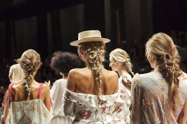 Der Undone-Look bei Lana Mueller auf dem Catwalk