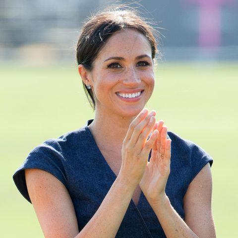 Sie ist sein größter Fan: Als Harry beim Polo Cup seiner Charity Sentebale in der Grafschaft Berkshire Gratulationen entgegennimmt, klatscht Meghan bewundernd für ihren Mann.