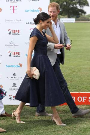 Mit High Heels elegant über den Rasen: Für Powerfrau Herzogin Meghan kein Problem