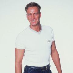 """Jürgen Milski  Der gebürtige Kölner Jürgen Milski arbeitet bei einem großen Autohersteller, bevor er 2000 in der ersten deutschen Staffel der Fernsehsendung """"Big Brother"""" dabei ist. Während der Show freundet er sich mit seinem Mitbewohner Zlatko Trpkovski an. Er belegt den zweiten Platz in der Fernsehshow und nimmt nach seinem Auszug gemeinsam mit Zlatko die Single """"Großer Bruder"""" auf. Das Lied wird ein Nummer-1-Hit und hält sich mehre Wochen an den Spitzen der Charts. Danach hat der Musiker aber noch lange nicht genug vom Showgeschäft und sichert sich als Karnevalsunterhalter und mit Auftritten auf Mallorcaden Lebensunterhalt. 2005beginnt er als Moderator bei dem Gewinnspiel-Sender """"9Live"""" zu arbeiten und bleibt ihm sechs Jahre treu. Mehrere Moderationsjobs folgen für den Kölner."""