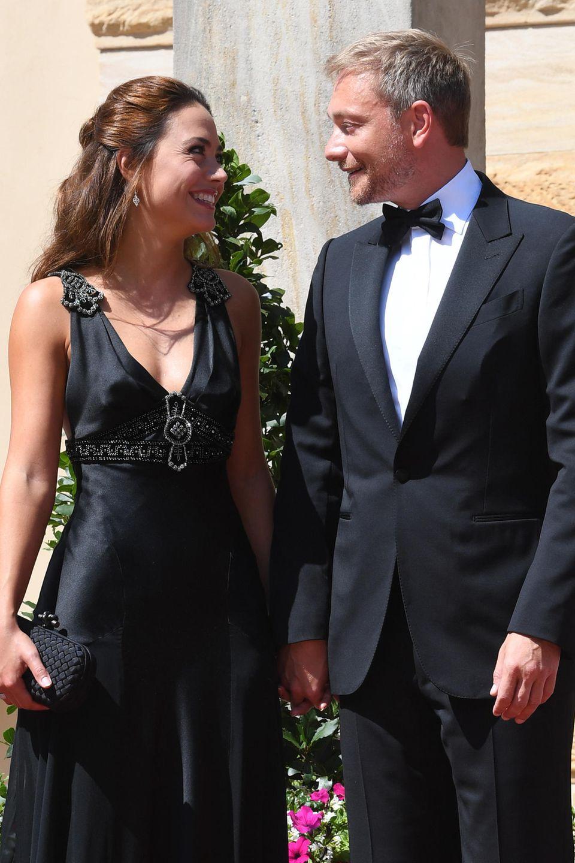 Mit Fliege, Smoking und neuer Begleitung: FDP-Chef Christian Lindner präsentierte bei den Bayreuther Festspielen stolz seine schöne Freundin Franca Lehfeldt