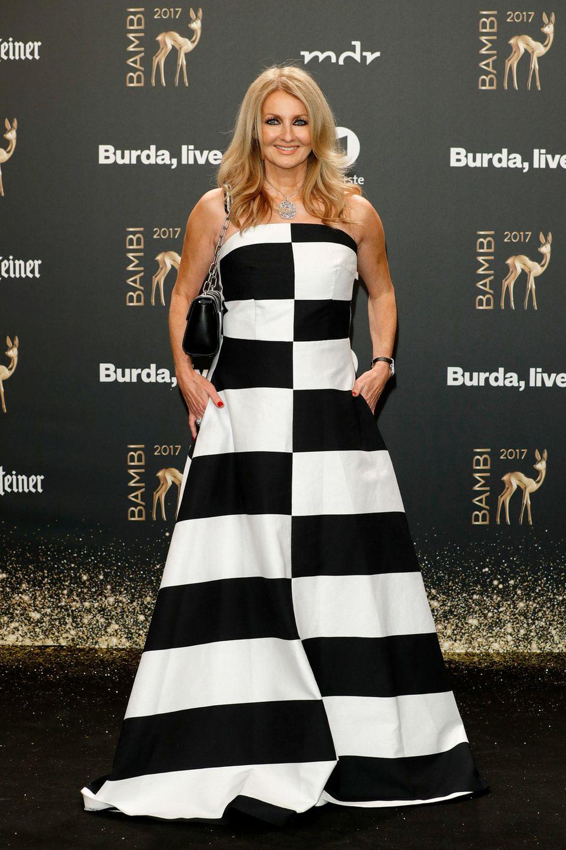Schachmatt! Dieses Muster-Kleid von Frauke Ludowig ist definitiv ein Gewinn für ihren Kleiderschrank.