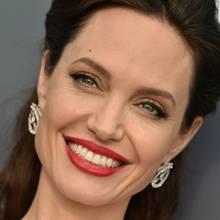 Angelina Jolie ist bekannt für ihr strahlend weißes Lächeln.