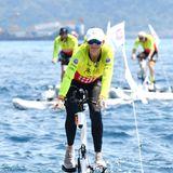 Bei der Hitze viel besser als das gewöhnliche Fahrrad: Fürstin Charlène von Monaco bei der Riviera Water Bike Challenge.