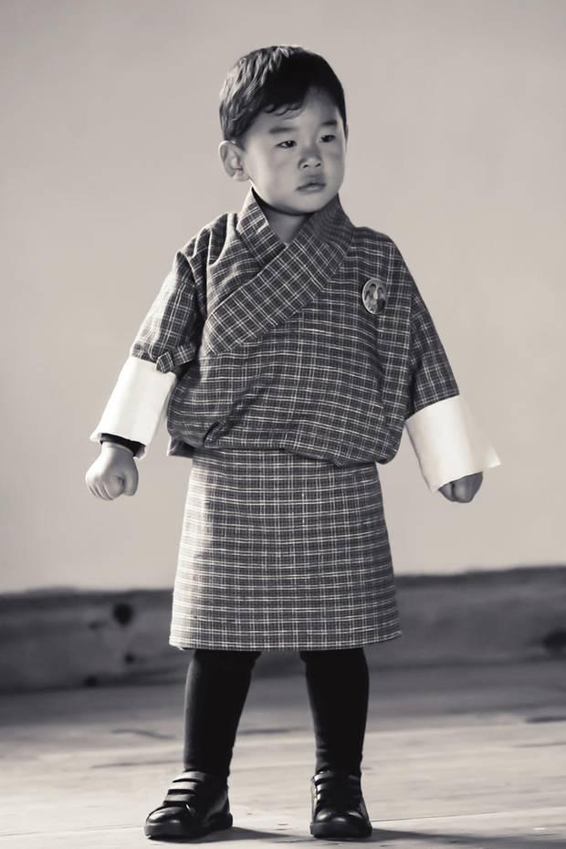 1. August 2018  Endlich veröffentlicht das Königshaus Bhutan wieder ein schönes Porträt von Prinz Jigme Namgyel Wangchuck.