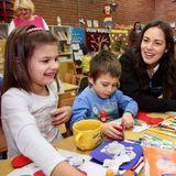 """Ihren Wurzeln bleibt die schöne Serbin treu: Ana Ivanovic engagiert sich leidenschaftlich für die Organisation """"UNICEF Srbija"""". Dem Höchstspender möchte Bastian Schweinsteigers Ehefrau sogar ein persönliches Geschenk zukommen lassen."""
