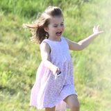 Herzgin Catherines und Prinz Williams Tochter, Prinzessin Charlotte, bei einem ihrer wilden Momente.