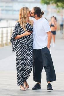 3. Juli 2018  Bei einem Spaziergang durch New York turtelnHeidi Klum und ihr Tom Kaulitz heftig.