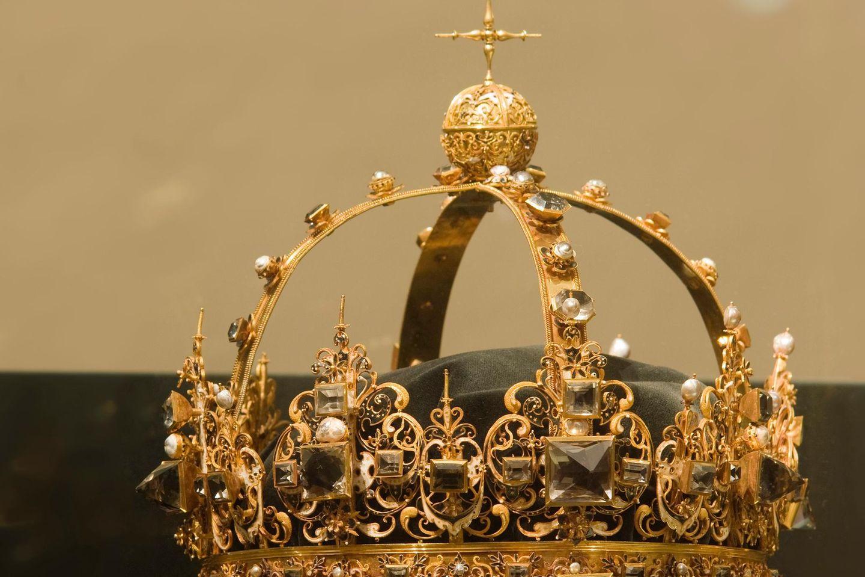 Die Krone von König Karl IX in der Domkirche zu Strängnäs in Schweden
