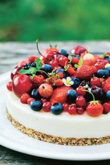 Vegane Kokos-Beeren-Torte