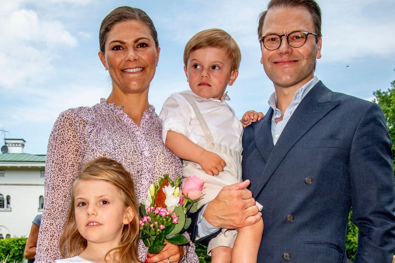 Familie wie aus dem Bilderbuch: Kronprinzessin Victoria von Schweden mit ihrem Mann Daniel und den Kinder Estelle und Oscar