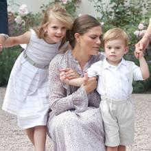 Kronprinzessin Victoria von Schweden mit ihren Kindern Estelle und Oscar