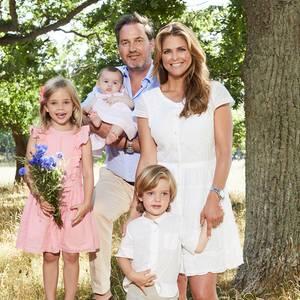 2. August 2018  Ein wundervolles Familienfoto für die Ewigkeit: Prinzessin Madeleine (rechts) und ihre Familie rund um Ehemann Chris O'Neill, den Töchtern Leonore und Adrienne und Sohn Nicholas.