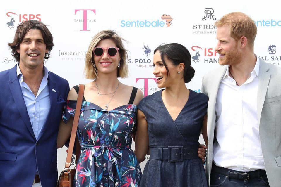 Polo-Spieler Nacho Figueras und seine Frau Delfina Blaquier mit Herzogin Meghan und Prinz Harry auf einem Polo-Spiel