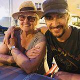"""""""Dinner Date with Mom"""" schreibt Thomas Hayo zu diesem süßen Post mit seinerMama."""