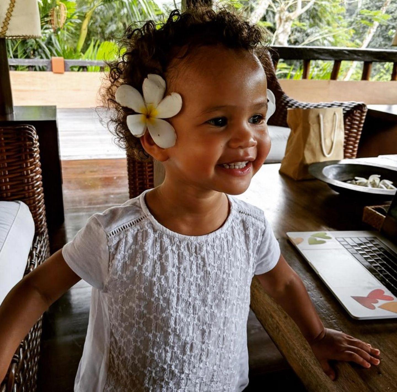 29. Juli 2018  Die kleine Luna von John Legend und Chrissy Teigen fühlt sich total wohl auf der sonnigen Insel Bali.