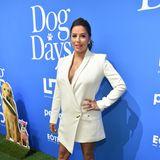 """Und das mit der guten Figur ist ihr wirklich gelungen!Ihren After-Baby-Body präsentiert Eva Longoria bei der Premiere von """"Dog Days"""" in L.A. sogar besonders sexy mit tiefem Ausschnitt im weißen Blazer-Dress."""