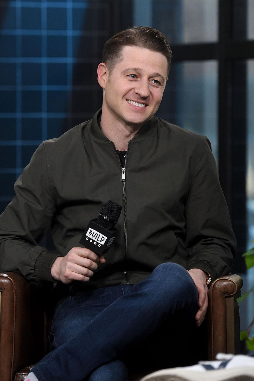 """In der Erfolgsserie """"Gotham"""" spielt er seit 2014 als Hauptfigur mit. Doch Benjamin hebt nicht ab, ist vollkommen auf dem Teppich geblieben. Auf diesem spielt nun zu Hause auch sein erstes Kind, das er gemeinsam mit Co-Star und Ehefrau Morena Baccarin gezeugt hat."""