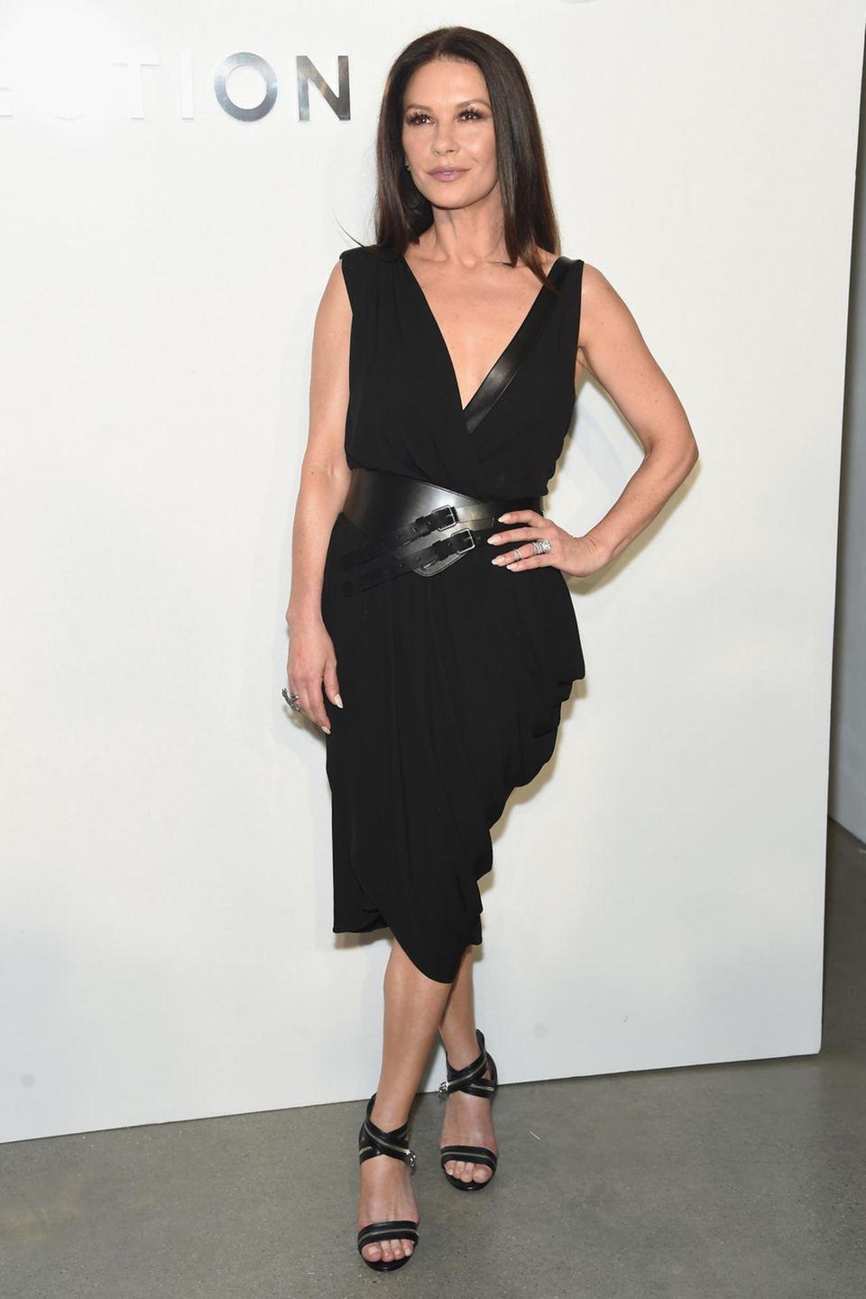 Catherine Zeta-Jones trägt ihre langen Haare gerne offen.