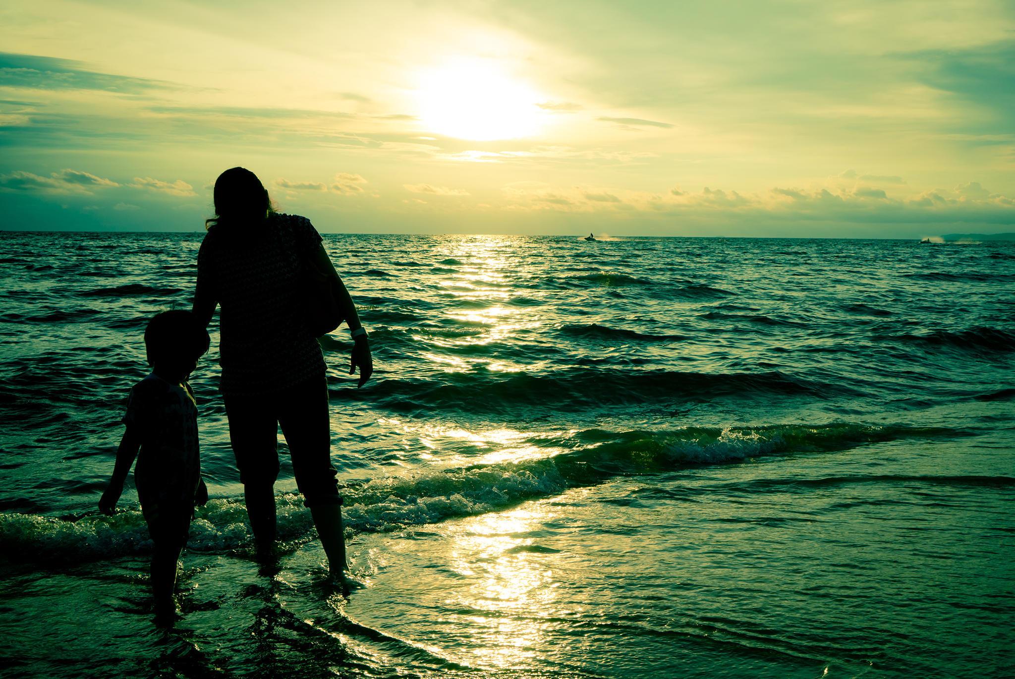 Mutter und Sohn im Urlaub (Symbolbild)