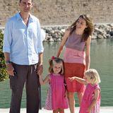 Prinzessinnen in Pink: So gut gelaunt und süß gestylt zeigte sich die spanische Königsfamilie beim Urlaub auf Mallorca 2009.