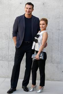 Wladimir Klitschko und Hayden Panettiere  Nach neun Jahren Beziehung und einer gemeinsamen Tochter scheint es aus und vorbei zu sein.US-Medien berichten nun über den angeblichen neuen Freund der Schauspielerin, mit dem sie Händchen haltend in Los Angeles gesichtet wurde.Demnach handelt es sich bei dem groß gewachsenen Schönling um den Makler Brian Hickerson.