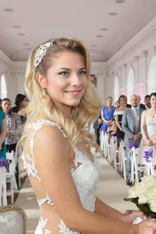 2017: Sunny und Felix  Die Hochzeit von Sunny und Felixim imposanten Schloss Charlottenburg wird zum 25-jährigen Jubiläum der Soap ausgestrahlt und endet dramatisch.